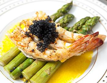 Jumbo shrimp with asparagus