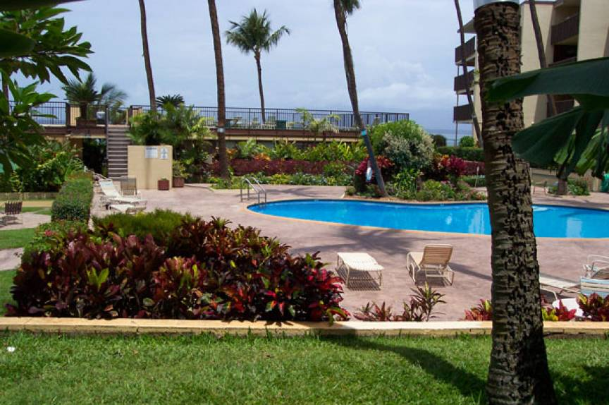 Pool at the Hale Ono Loa Resort in Maui Hawaii