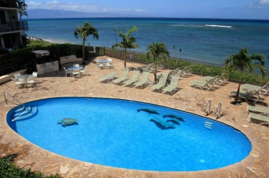 pool at Maui vacation rental resort