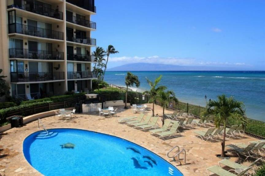 Hololani condos pool and ocean view