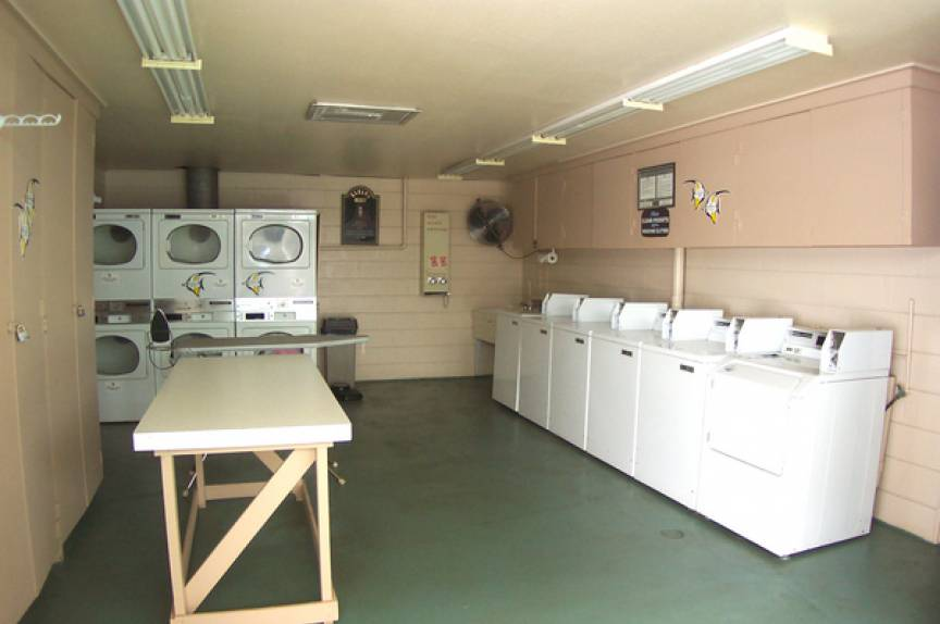 Kahana Reef laundry room