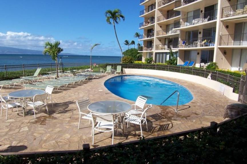 maui vacation rental resort pool