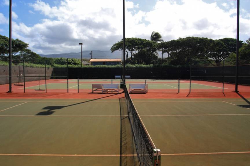 maui resort tennis court